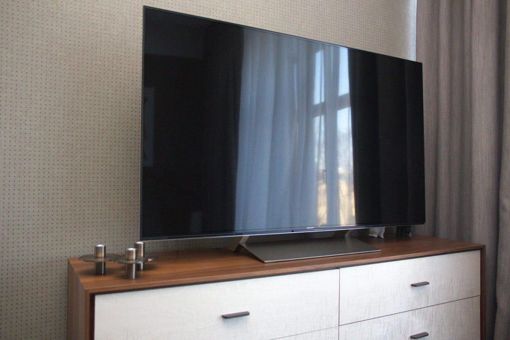 Домашний кинотеатр - Телевизор Sony 4K 55 дюймов в спальне