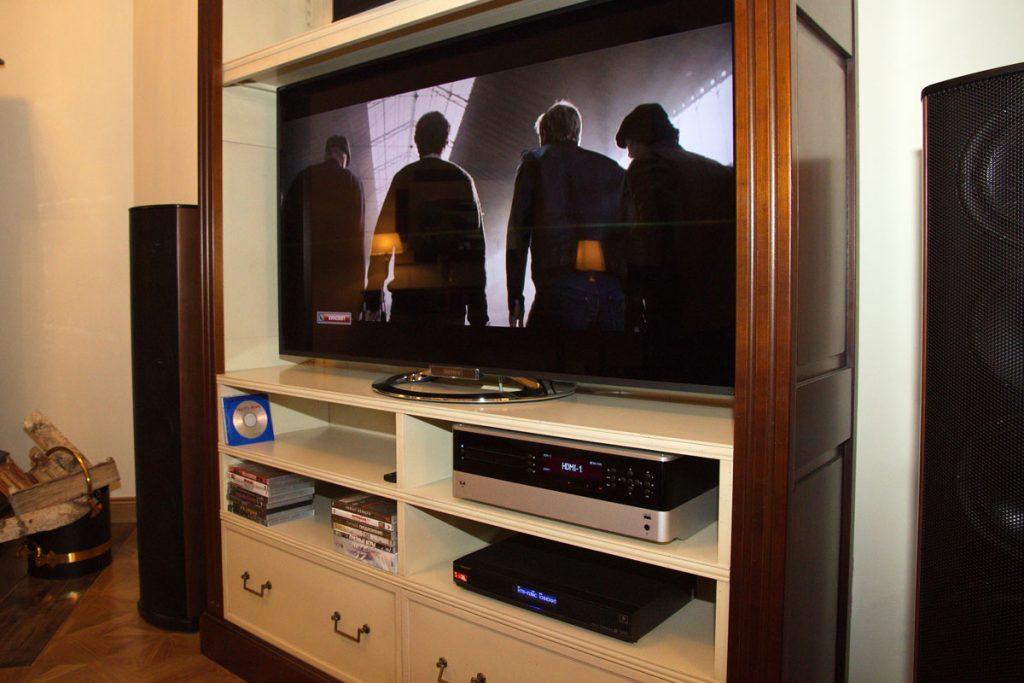 Телевизор Sony в загородном доме