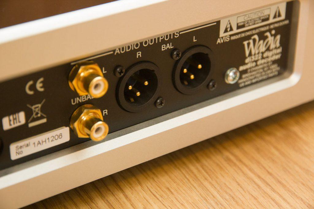 Цифро-аналоговый преобразователь Wadia di322 - балансные выходы